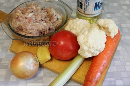 Для приготовления супа взять смешанный мясной фарш (как в  рецепте котлеты из свинины и курицы ), цветную капусту, картофель, морковь, лук, сельдерей, корень имбиря, помидор, масло, лавровый лист, соль.