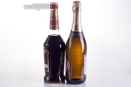 Для приготовления коктейля Кир рояль нужны игристое вино и чёрносмородиновый ликёр Crème de Cassis. Минимальное соотношение — на 1 часть ликёра 9 частей игристого, долю ликёра можно увеличивать.