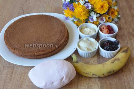 Для приготовления нам понадобится масляный крем, заварной крем, бананы, малина, белая малина, ежевика, мастика, коржи бисквитные готовые, цветы.