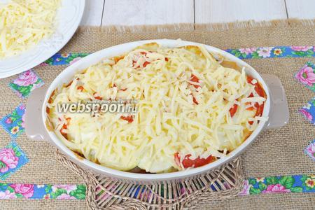 За 10 минут до готовности посыпать тёртым сыром.