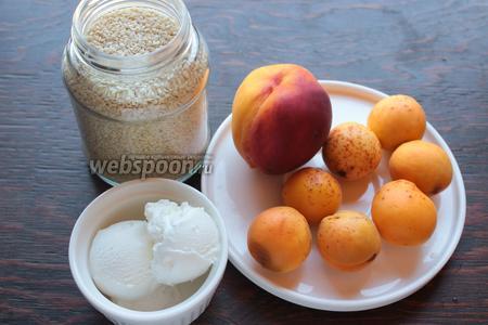 Для вкусного, охлаждающего шейка, возьмём: персик, абрикосы, мороженое (у меня домашние из 20% сливок), кунжут, лёд.