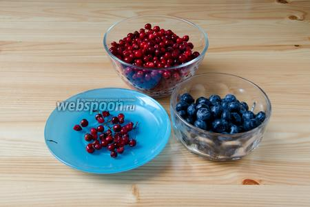 Подготавливаем сначала ягоды. Их необходимо промыть, удалить мятые и порченные.