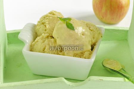 Сливочное крем-мороженое с базиликовым курдом