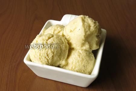 Даём мороженому охладиться часов 12.