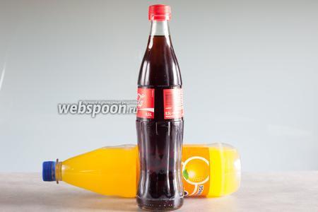 «Болотная вода» традиционно состоит из апельсинового лимонада и какой-нибудь холодной коричневой жидкости. Для безалкогольной версии используются напитки типа «Кокни колом», для алкогольной — полуночно-тёмное пиво.  Апельсиновый лимонад  можно приготовить самостоятельно, а можно использовать и готовый апельсиновый «Фантом». Соотношения — любые. Для более мутной и светлой «Болотной воды» используется «Фантом» с «Кокни колом», соотношение 2:1, для более прозрачной и тёмной — «Кокни колом» с «Фантомом» 2:1.