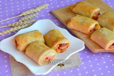 Рулеты с сосисками и сыром