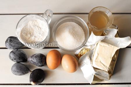 Для приготовления понадобятся яйца, мука, сахар, сливочное масло, сироп имбирный, инжир, щепотка соли и соды.