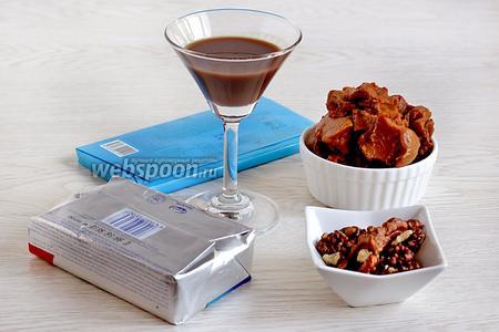 Для крема возьмём сливочное масло, варёную сгущёнку, орехи, шоколадный ликёр, шоколад.