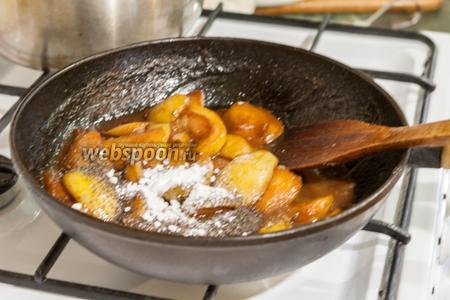 Когда груши станут достаточно мягкими, добавляем ваниль. Остужаем наш наполнитель для смузи.