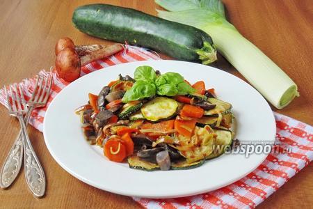 Тёплый салат из подосиновиков и овощей