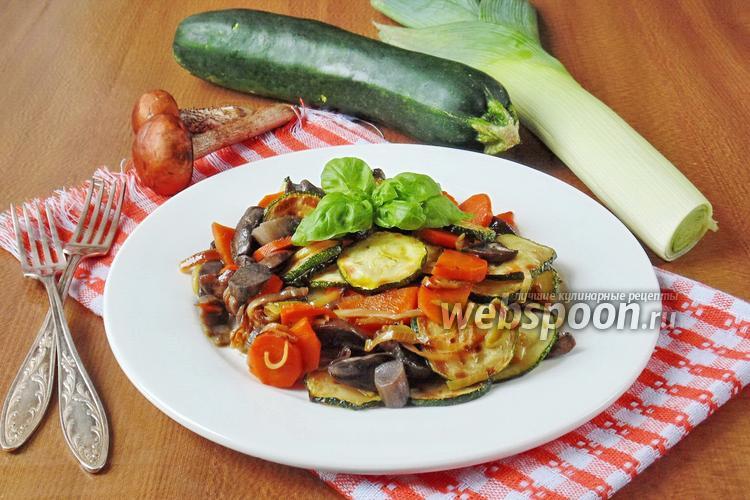Фото Тёплый салат из подосиновиков и овощей
