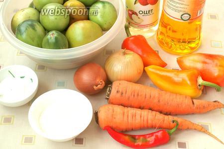 Для приготовления салата из зелёных помидоров нам понадобятся зелёные помидоры, морковь, болгарский и острый перец, лук, подсолнечное масло, яблочный уксус, соль и сахар.
