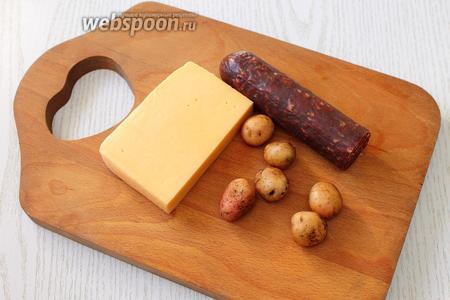 Для приготовления нам понадобится колбаса копчёная, картофель, сыр твёрдый, масло растительное, соль и специи.