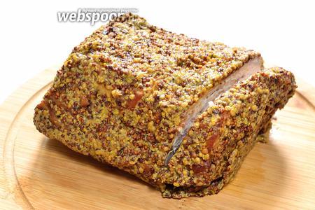 Через 2 часа, когда горчичная шубка уже зафиксируется и чуть затвердеет на свинине, можно приступать к поеданию вкуснейших бутербродов с пикантной бужениной.