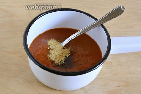 Смешайте в небольшом ковше томатный соус с горчицей и сахаром.