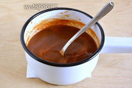 На среднем огне доведите соус до кипения и варите, помешивая минут 15-20 до загустения. Если хотите, чтобы соус получился более густым и за более короткое время, перед началом варки, можно добавить в него 1,5 ч. л. крахмала.