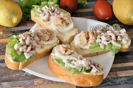 Бутерброды с осьминогами и икрой трески