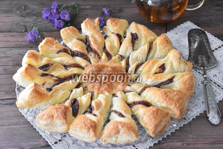 Рецепт Пирог «Подсолнух» из слоёного теста с шоколадной пастой и кокосом