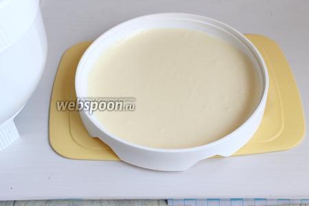 Наливаем мусс в форму высотой 1 см. Уберём в морозилку на 10 минут.