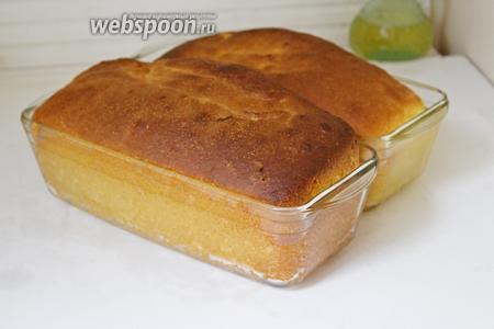 Готовый хлеб вынуть, оставить в формочках минут 10, а затем вынуть и остудить полностью на решётке. Приятного аппетита!