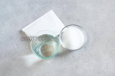 Для основного желе нам потребуется пакетик с каким-нибудь желе и вода, и сахар, в соответствии с рекомендациями производителя.
