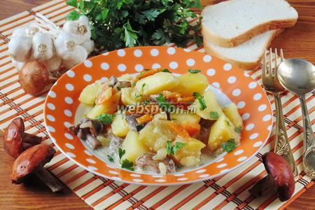 Подосиновики с картошкой и луком-пореем в сметане