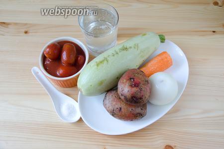 Для томатного супа нам понадобится картофель, морковь, репчатый лук, кабачок, томаты в собственном соку, а также вода, соль и розмарин.