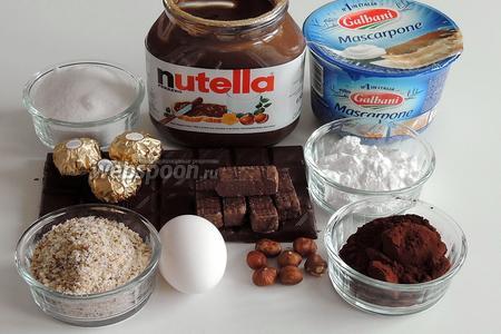 Подготовим все необходимые ингредиенты для бисквита, для начинки, для глазури и украшения. Шоколад тёмный —это не менее 46% какао. Фундук в мелкой крошке, а также 50 г цельного для украшения.