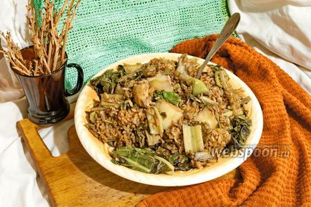 Белые баклажаны с красным рисом, куриной грудкой и мангольдом