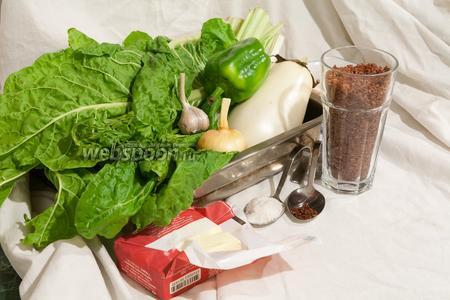 Для этого блюда нам понадобится красный рис, белый баклажан и белый мангольд, зелёный перец, куриная грудка, чеснок, лук, соль, сухая аджика и сливочное масло.