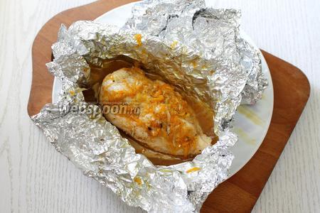 Запекаем в разогретой до 190°С духовке 30-35 минут. При подаче поливаем филе выделившимся при запекании соком. Приятного аппетита!