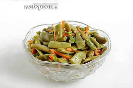 Салат из зелёной фасоли готов. Подавать к мясу, картошке и как самостоятельное блюдо-закуску.