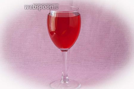 Божественный напиток готов! Разлить по бокалам, добавить лёд для охлаждения. Почувствуйте себя царской особой!