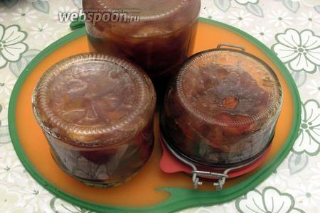 Закупорить варенье в стерильные банки. Варенье из яблок с калиной готово. Приятного чаепития!