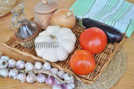 Приготовим овощи, соль и сахар, масло растительное, уксус, перчик чили, корень петрушки, помидоры.