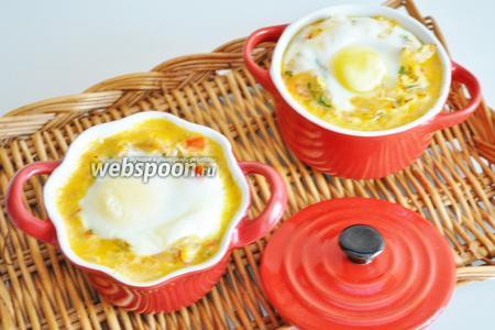 Яйца с патиссонами к завтраку готовы. Подаём горячими.