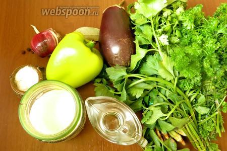 Ингредиенты: баклажаны, перцы, зелень, чеснок. Вода, соль, перец, сахар, уксус (для маринада), масло для жарки.