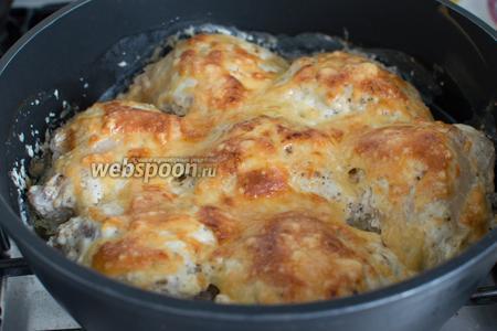 Запекайте в духовке при 180-200°С до готовности и румяного цвета.