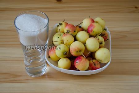 Для пастилы из ранеток необходимы всего 3 ингредиента: яблоки, сахар и немного воды.