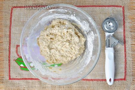 Завести негустое тесто.