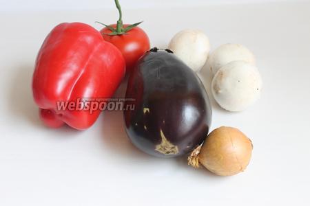 Итак, такие продукты возьмём: паприка красная, лук, шампиньоны, баклажан, помидор, специи.