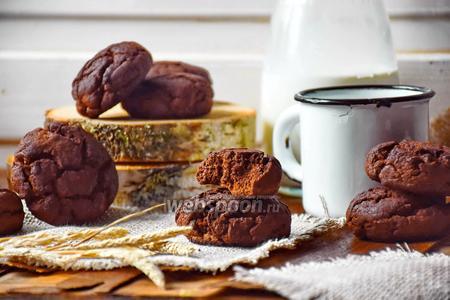 Шоколадное печенье с кукурузной мукой