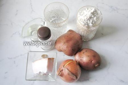 Для приготовления вареников с картошкой и салом потребуются такие продукты: картофель, сало, мука, масло подсолнечное, соль, вода, лук репчатый.