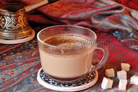 Кофе со специями на молоке в турке
