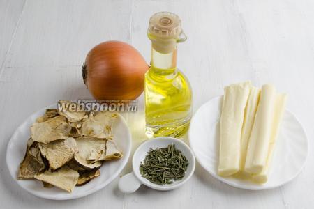 Чтобы приготовить галету, начнём с начинки. Нужно взять грибы сушёные, лук, сыр, масло подсолнечное, сахар, соль, розмарин.