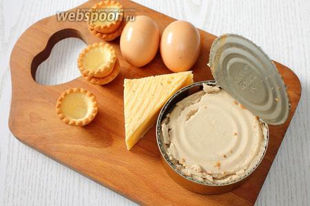 Для приготовления нам понадобятся яйца куриные, печень трески, тарталетки песочные, перец чёрный молотый, майонез, сыр твёрдый и по желанию петрушка для украшения.