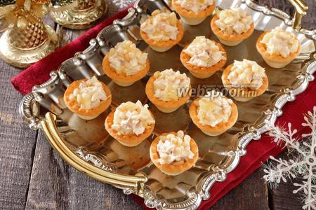 Тарталетки с курицей, апельсином и кедровыми орешками