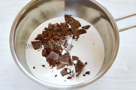 Способов декорировать пончики несколько и в том числе вам известных, и любимых, которые вы уже используете.  Я выбрала ганаш из тёмного шоколада (70%), сливок и сливочного масла, который приготовила на водяной бане.