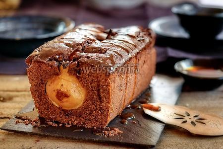 Шоколадно-грушевый кекс из полбяной муки с карамелью