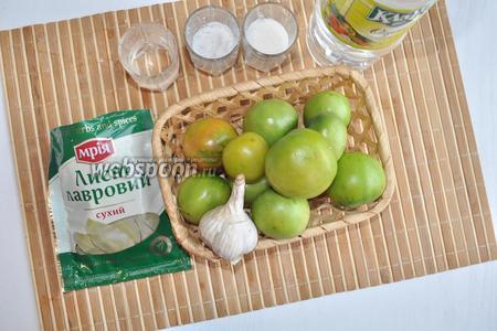 Ингредиенты: зелёные помидоры, водка, лавровый лист, соль, сахар, чеснок, уксус, вода.